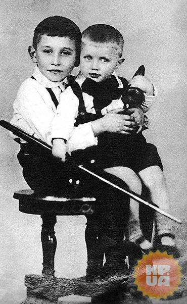 Миша и Леня (младший брат Светина)...