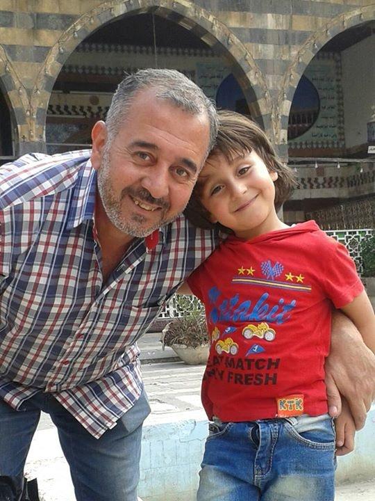 Петра поставила подножку сирийцу Усаме Абдель Мохсену и его семилетнему сыну Зейду.
