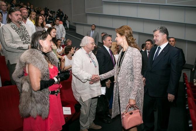 С сумкой от Fendi Марина Порошенко пришла на премьеру фильма.