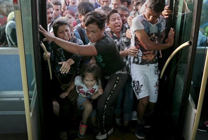 Беженцы штурмовали вокзал в