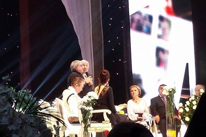 Цветы и овации в честь актера. Фото: Тоня ГРИЦЕНКО