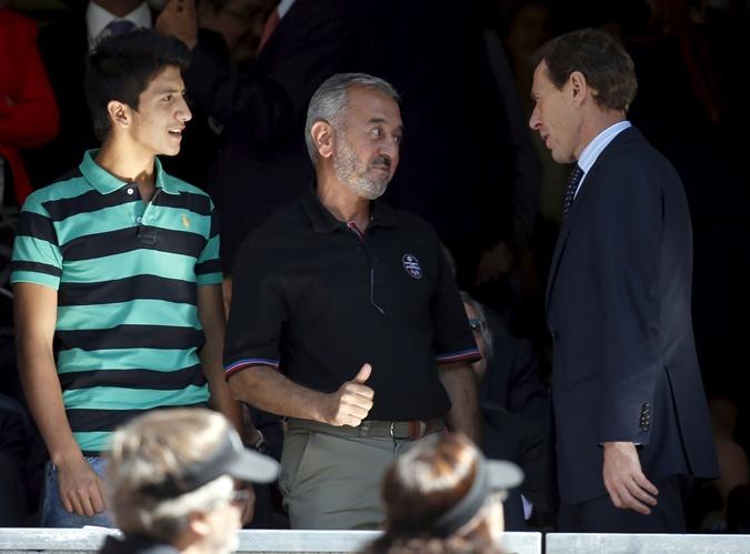 Мохсен со старшим сыном и с одним из руководителей