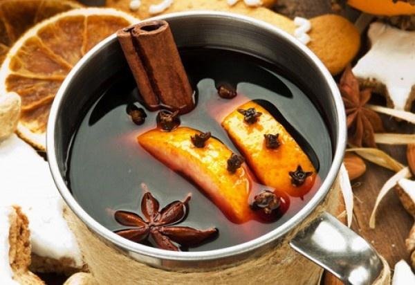 Глинтвейн - отличное народное средство от простуды и просто вкусный, полезный, согревающий напиток!. Фото: Соцсеть