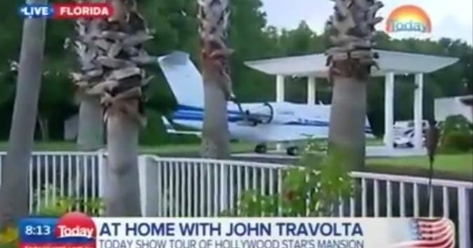 Траволта обожает свои самолеты.