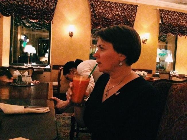 Короткевич и ее морковный сок.