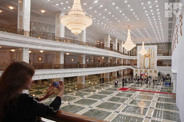 Размер Дворца поражает. Фото: Виктор ГИЛИЦКИЙ