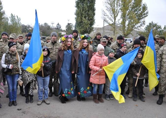 В Авдеевке бок о бок веселились и местные, и военные. Фото Пресс-центр АТО