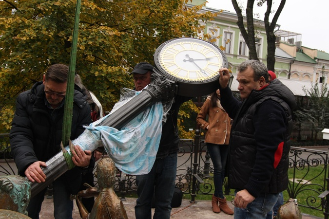 a4b616c1 По задумке, позолоченные часы – центральная часть композиции. Фото: Олег  Владимирский