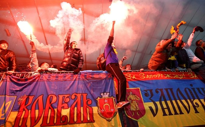 Наши фанаты неистово поддерживали сборную в Мариборе. Фото: Рейтер