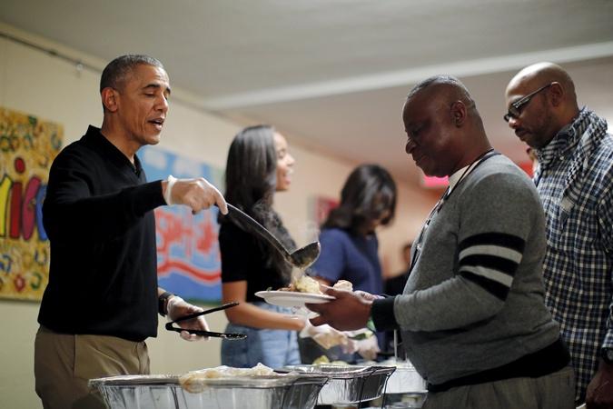 Обама в Центре для бездомных в Вашингтоне.
