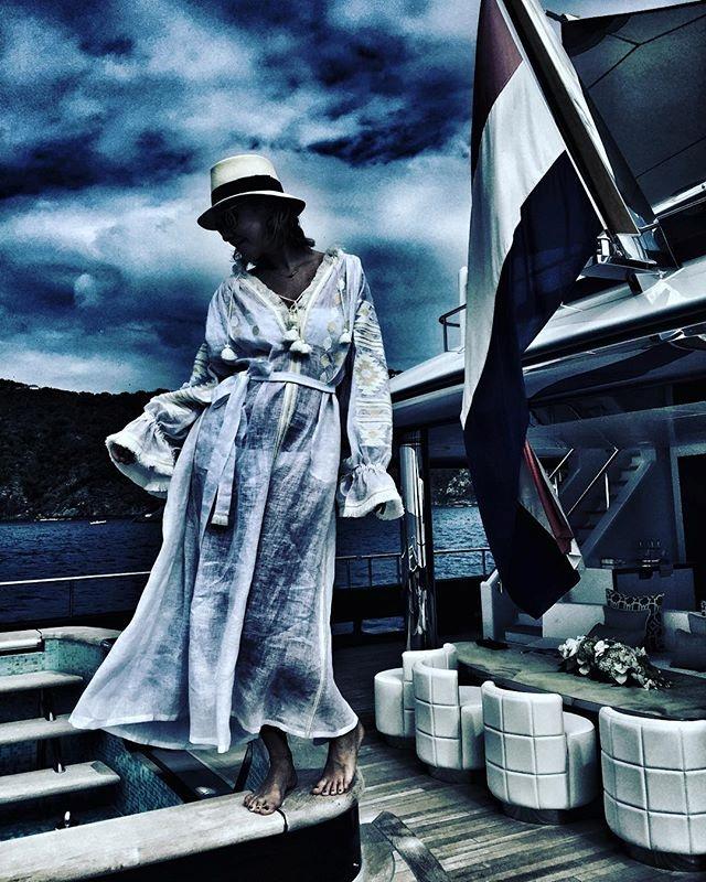 Ксения Собчак в стилизованном платье-вышиванке от Виты Кин. Фото: Инстаграм