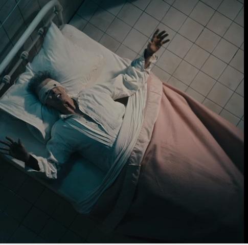 Кадр из последнего клипа Боуи Lazarus.