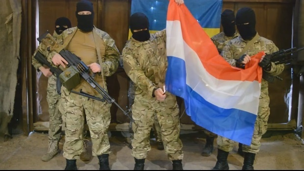 Кульминацией ролика стало сожжение голландского флага.