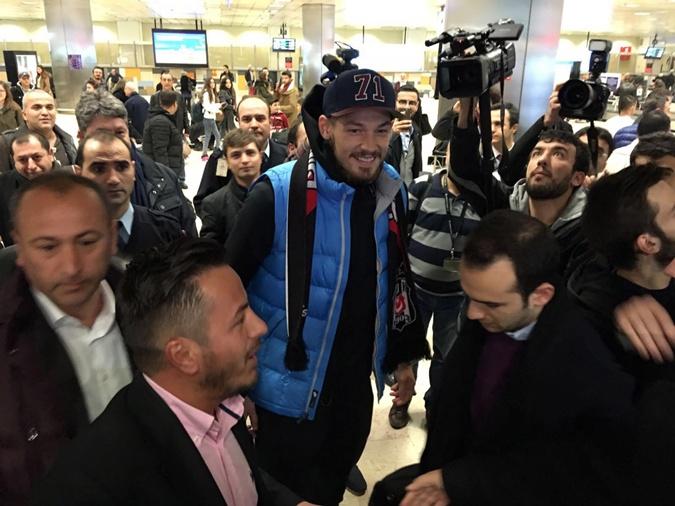 Бойко прибыл в Стамбул для подписания контракта с новым клубом. Фото: bjk.com.tr