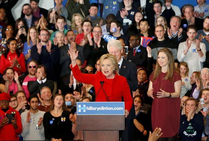 Хилари Клинтон наступает на пятки Берни Сандерс.