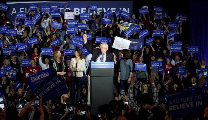 Берни Сандерс называет себя демократом-социалистом.