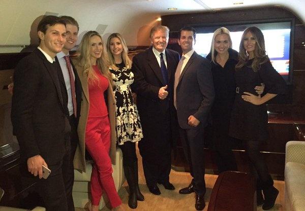Трамп с семьей.