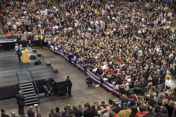 Трамп выступает в Нью-Гемпшире.
