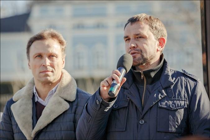 Владимир Вятрович (справа).