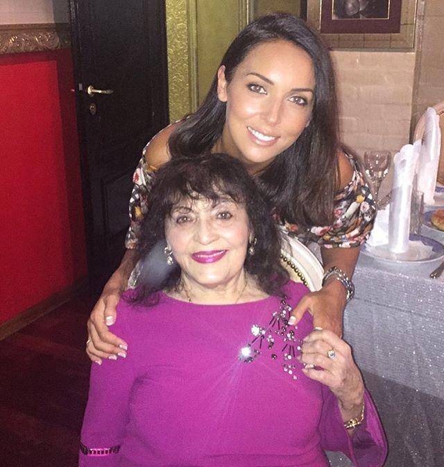 Алсу и ее бабушка.