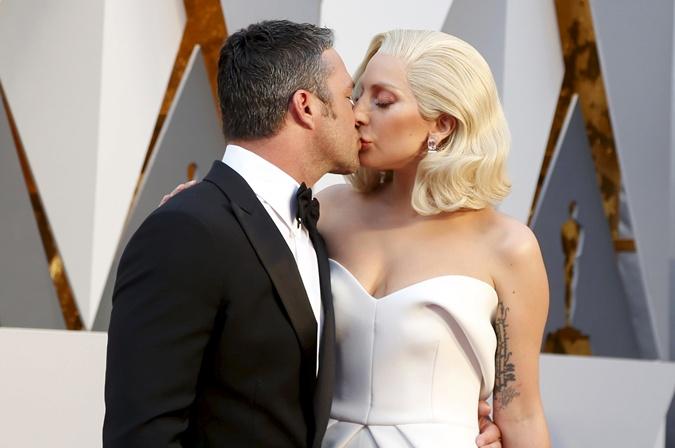 Леди Гага и ее жених. Фото: REUTERS
