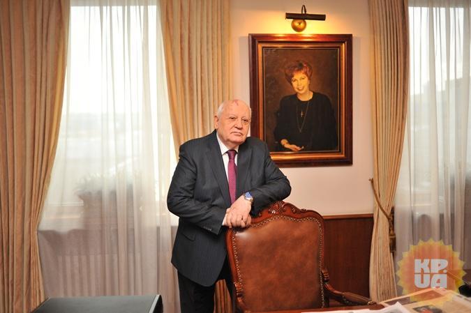 Михаил Горбачев признался, что не смотрит политические ток-шоу, так как ему не нравится, что политики много кричат и не слышат друг друга.