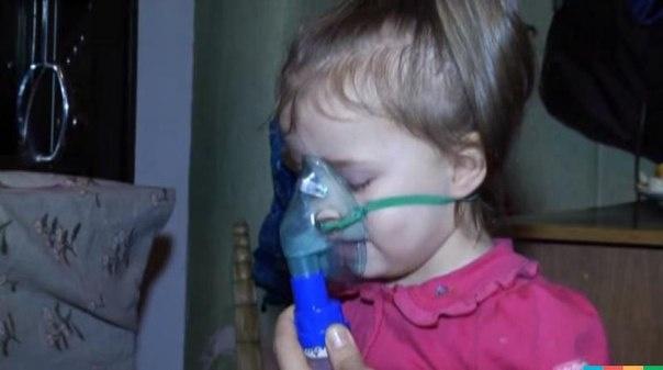 Двухлетняя девочка болеет с детства.