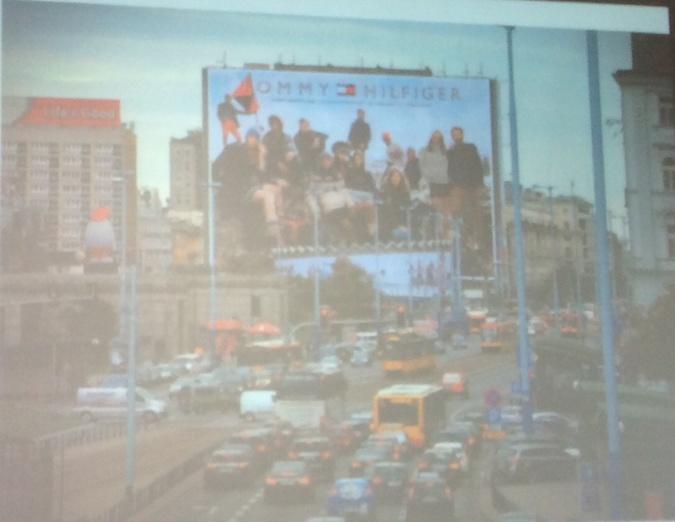 Реклама в центре Варшавы.