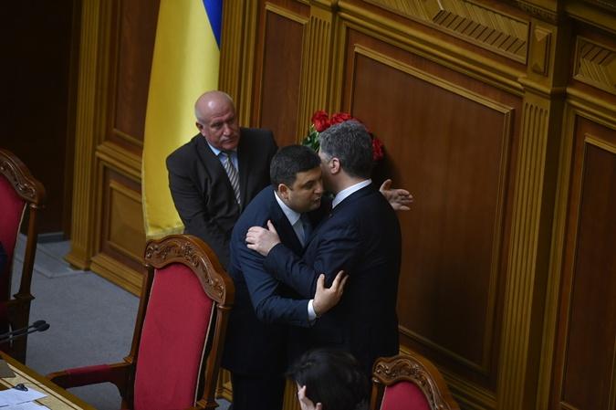 Поздравления и цветы от Порошенко.