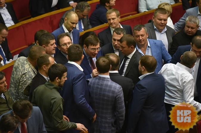 Луценко поблагодарил Яценюка за отказ от российского газа.