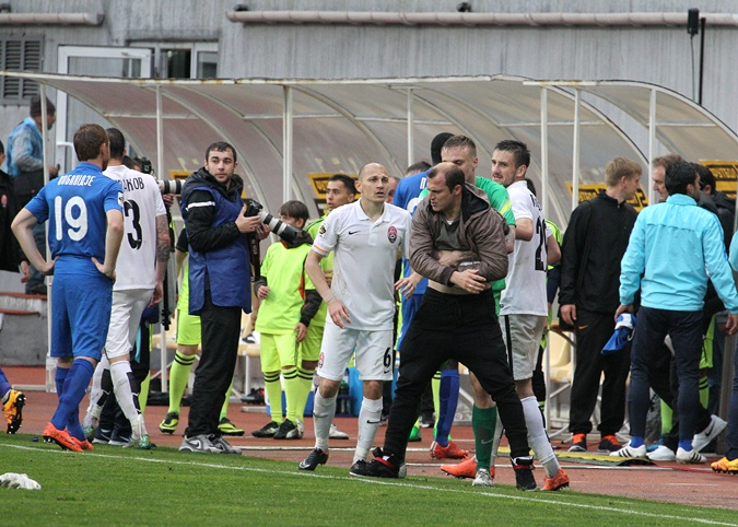 Скандал: Зозуля затеял драку с футболистами