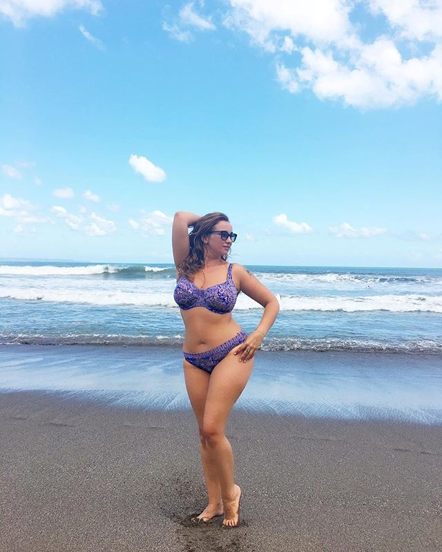 Анфиса Чехова в купальнике предложила обсудить ее лишний вес фото 1