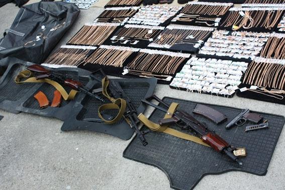 В Запорожье задержали банду, которая виртуозно грабила банки и ломбарды фото 3