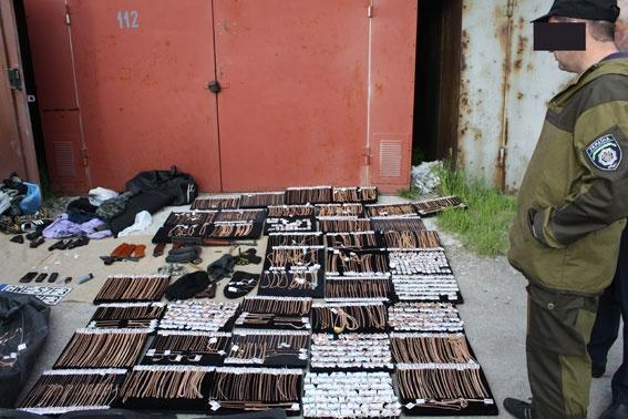 В Запорожье задержали банду, которая виртуозно грабила банки и ломбарды фото 4