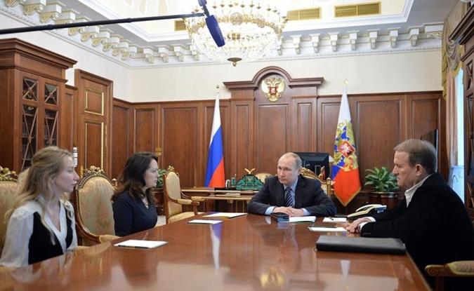 Марианна Волошина (слева) и Екатерина Корнелюк на встрече с президентом России. Фото: пресс-служба Кремля