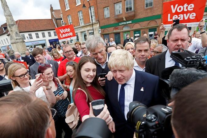 Борис Джонсон со сторонниками