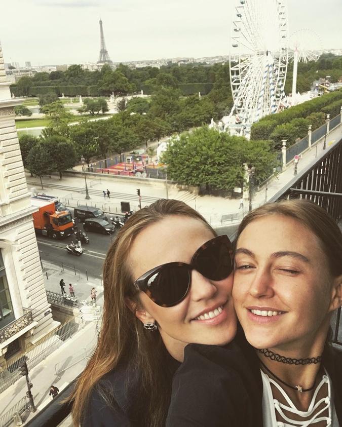 Джанабаева и Бушмина отдыхают в Париже фото 1