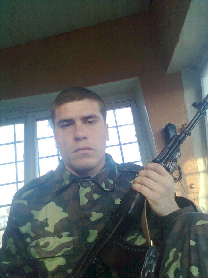 В 2011 году Сулейманов, судя по фотографиям, служил в украинской армии.