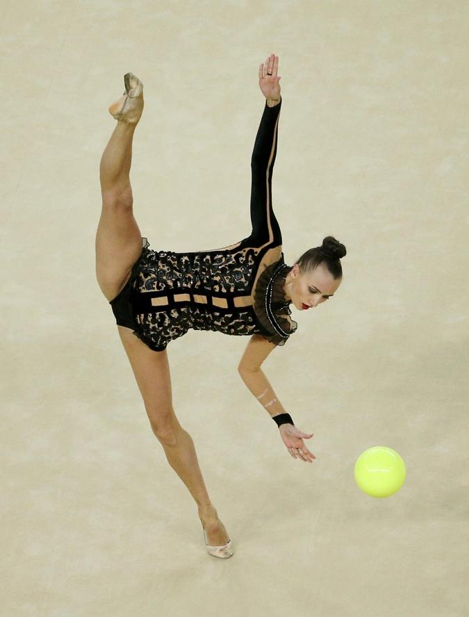 После упражнения с мячом Ризатдинова вернула себе третье место.