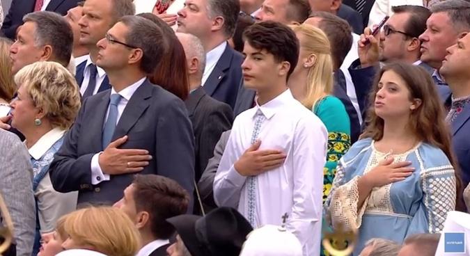 Дети Петра Порошенко спели гимн.