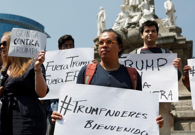 Акция протеста против визита Трампа в Мехико.