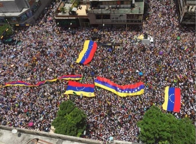 ВВенесуэле начались протесты стребованием отставки Мадуро