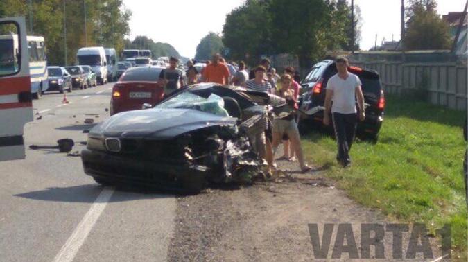 Чуть позже в соцсетях появилась информация о том, что водитель BMW не убегал от полицейских, а обогнал машину правоохранителей на дороге. Фото: Facebook