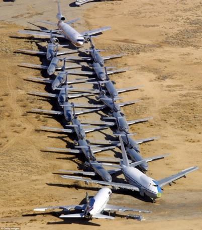 На фото: самолеты на американском авиакладбище