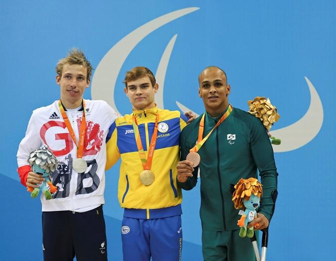 Пловец Богодайко (в центре) в Рио стал первым, кто завоевал для страны медаль высшей пробы.