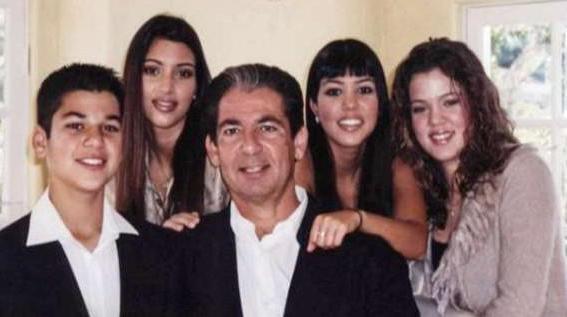 Родной отец Ким погиб в 2003 году.