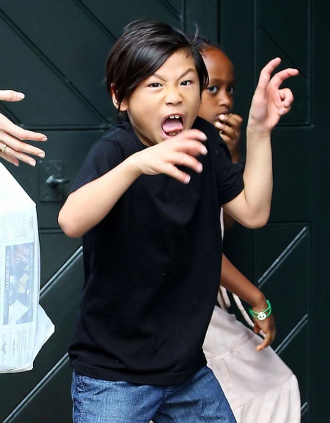 Среднего сына Пакса Анджелина и Брэд усыновили во Вьетнаме.