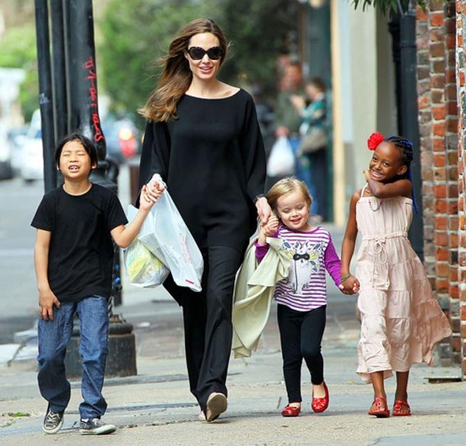В то время как Брэд пытается привить детям дисциплину, Анджелина не хочет ограничивать их ни в чем.