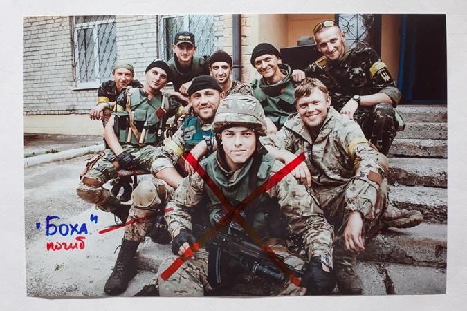 ВСахаровском центре неизвестный облил краской фотографии боёв вгосударстве Украина