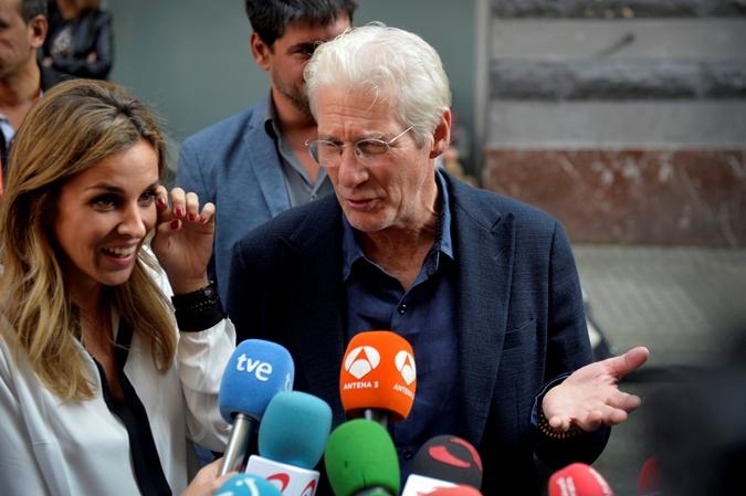 Ричард Гир вконце концов развелся с супругой после четырех лет судебного процесса